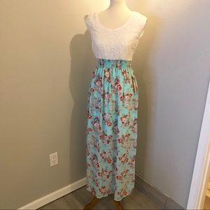 Dresses & Skirts - Beautiful Maxi Dress with lace top Sz M